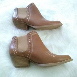 Reba Shoes - Reba leather ankle boots sz 6.5 New